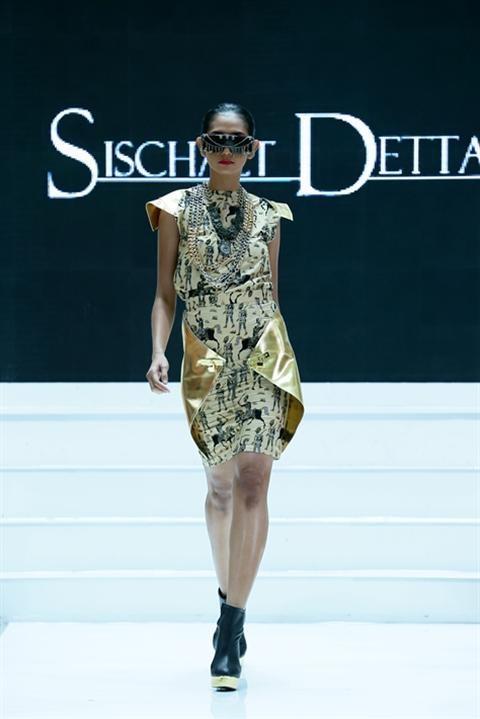 Jakarta Fashion Week 2012-2013..Designer Sischaet Detta. Fashion designer from Indonesia