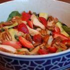 Salade met gegrilde kip, avocado en aardbeien recept - Allrecipes.nl
