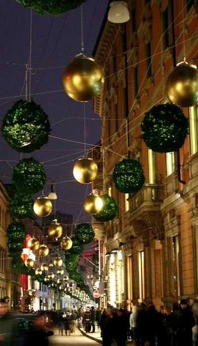 Christmas in Milan, Italy Lombardy http://www.homeinitaly.com