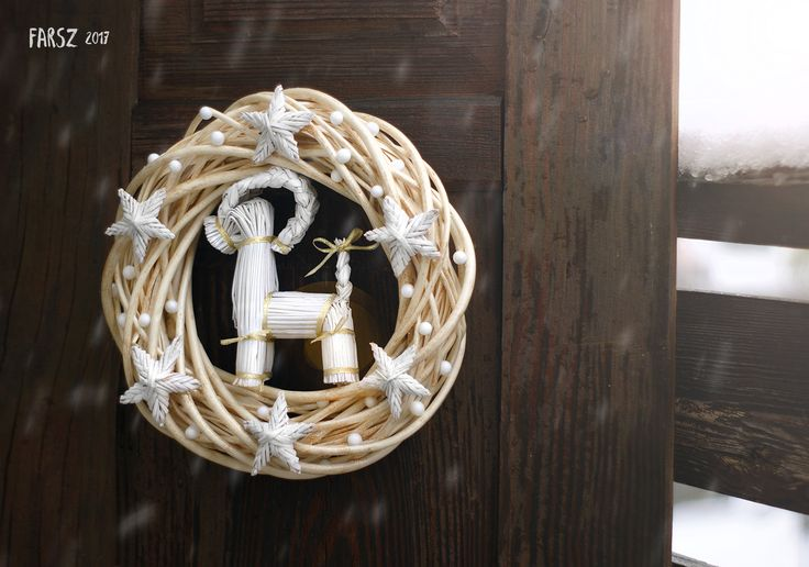 White reindeer wreath, christmas, christmas wreath, natural, white, straw, straw ornaments, reindeer