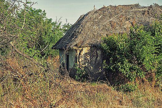 Forgotten housing by Natalya Antropova #NatalyaAntropovaFineArtPhotography#ArtDecor#HomeDecor#hut