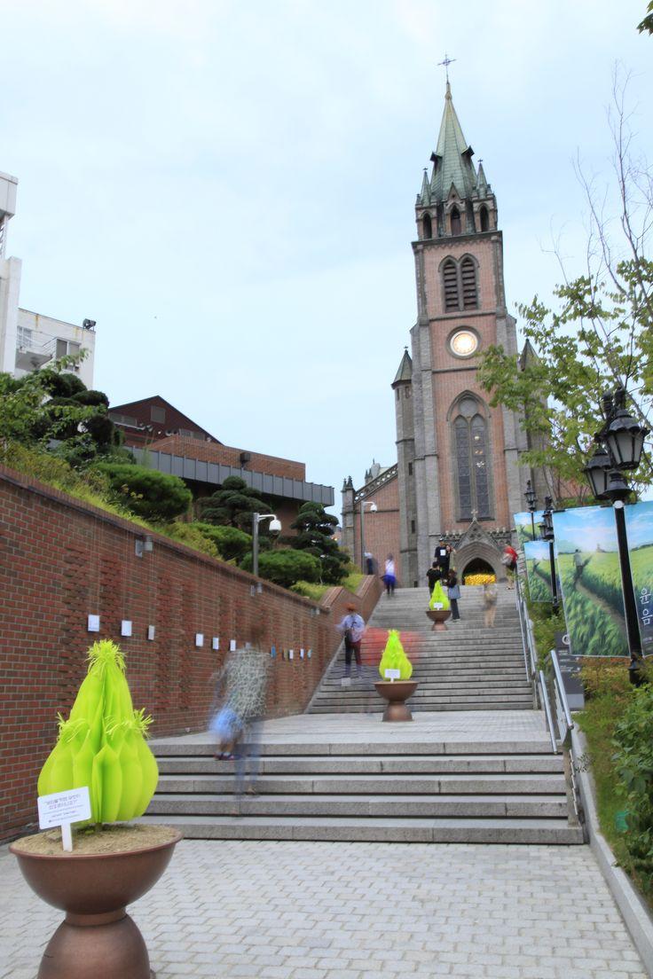 myungdong church-seoul intallation art - Barley field