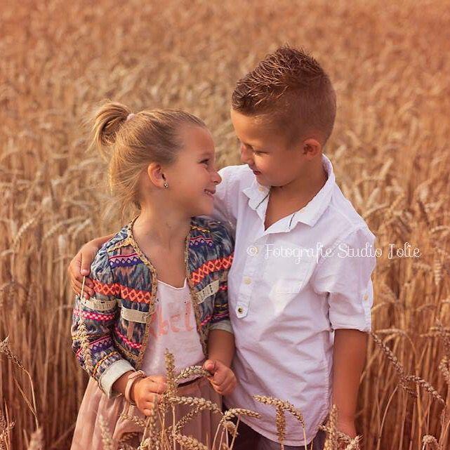 #broer en #zus #fotoshoot #kinderfotografie #buiten #koren #korenvelden #familie #gezin #gezinsfotoshoot #familiefotoshoot