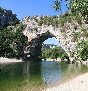 Vallon pont d'arc 3 jours de canoë dormir sur les berges