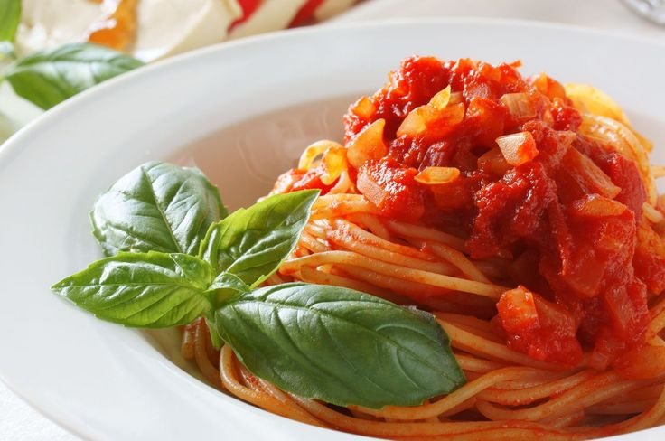 I'm hoping this is like the marinara I had in Little Italy... Recipe: Authentic Italian Marinara Sauce (Bonus: Ensalada Caprice)