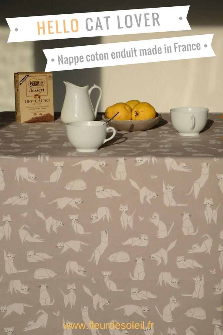 Une jolie nappe au motif chats taupe. Ce dessin de chats en origami est parfait pour tous les amoureux des chats! La nappe en coton enduit Fleur de Soleil est idéale! Et cette jolie nappe anti-tache est de fabrication française!!