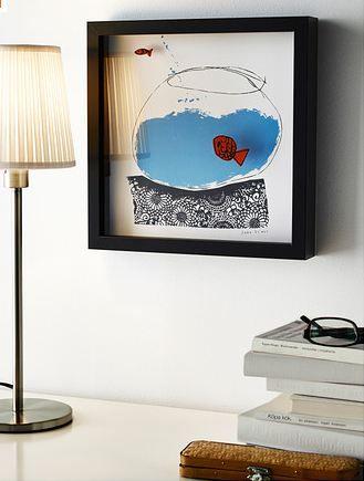 Marco negro mate con un diseño que agrega frescura a una oficina contemporánea.