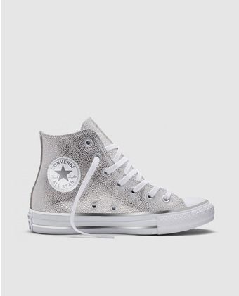 Zapatillas de lona de mujer Converse en color plata de caña alta. Modelo Chuck Taylor Sting Ray Leather