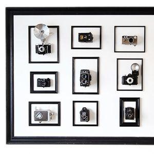 Wij fotografen houden wel van techniek. Camera's zijn niet alleen ons werktuig, het kunnen ook erg mooie apparaten zijn. Jurg Roessen deelt deze mening en bedacht een originele manier om zijn collectie oude camera's aan de muur te hangen. We vroegen hem om uitleg.