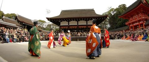 Kemari-hajime is an ancient football game of the Imperial Court.  You can see this event  at Shimogamo-jinja in the New year.  The schedule will be changed every year so you should check it before traveling. #Kyoto #Japan