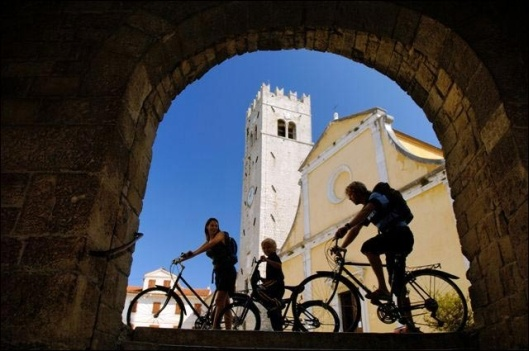 360 sunny days in Croatia, almost every day is good for biking tour! Small and Family Hotels - Active and adventure vacation