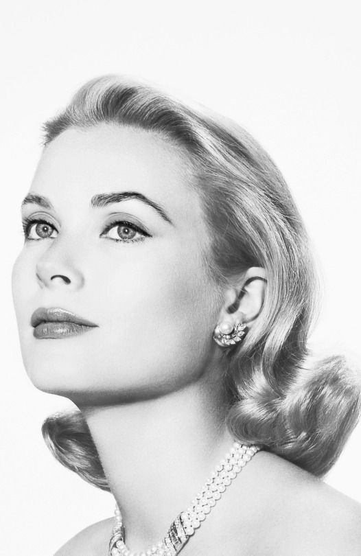 L57.6 'In the light filtering through the stained glass window, Jane's eyes seemed to have changed their colour slightly to match the stones.' This pic - Grace Kelly