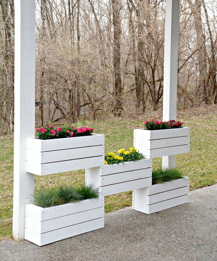 Ana White   Build a DIY Vertical Planter - By Decor and the Dog   Free and Easy DIY Project and Furniture Plans