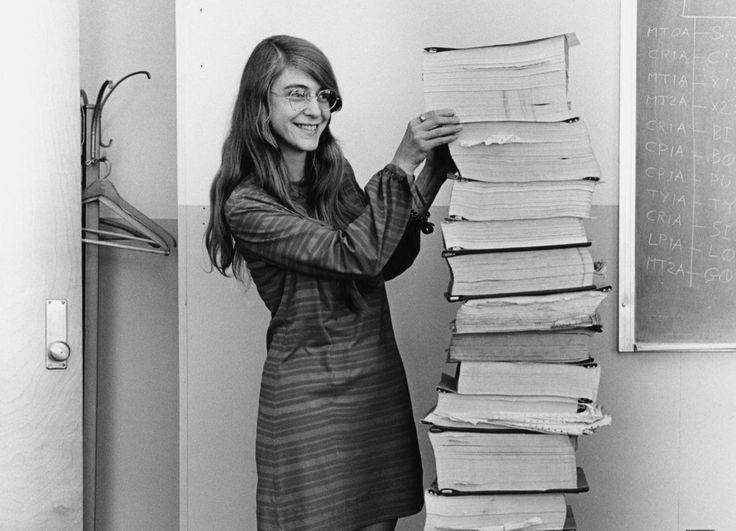 Margaret Hamiltonová: žena, ktorá pomohla mužom pristáť na Mesiaci  Vyznala sa v programovaní a vymyslela termín softvérové inžinierstvo. Aj vďaka nej USA vo vesmírnych pretekoch dobehli Sovietsky zväz.
