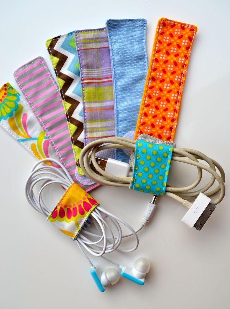 Attache pour cables nomade en tissu variés : Meubles et rangements par les3sardines