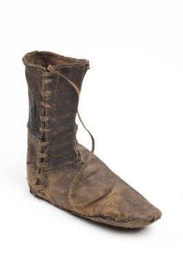 Boot (image 1) | early to mid 14th century | leather | Museum of London | ID #: BC72[250]<3698>