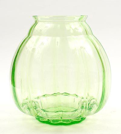 "Botterweg Auctions Amsterdam > Grote annagroen glazen "" Flora "" vaas, ontwerp A.D.Copier 1938, uitvoering Glasfabriek Leerdam"