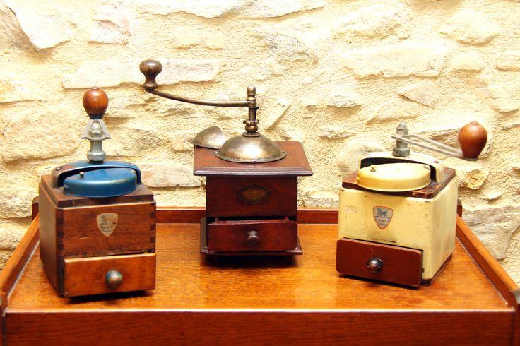 French antique grinders, Peugeot & Frere Antichi macinini francesi