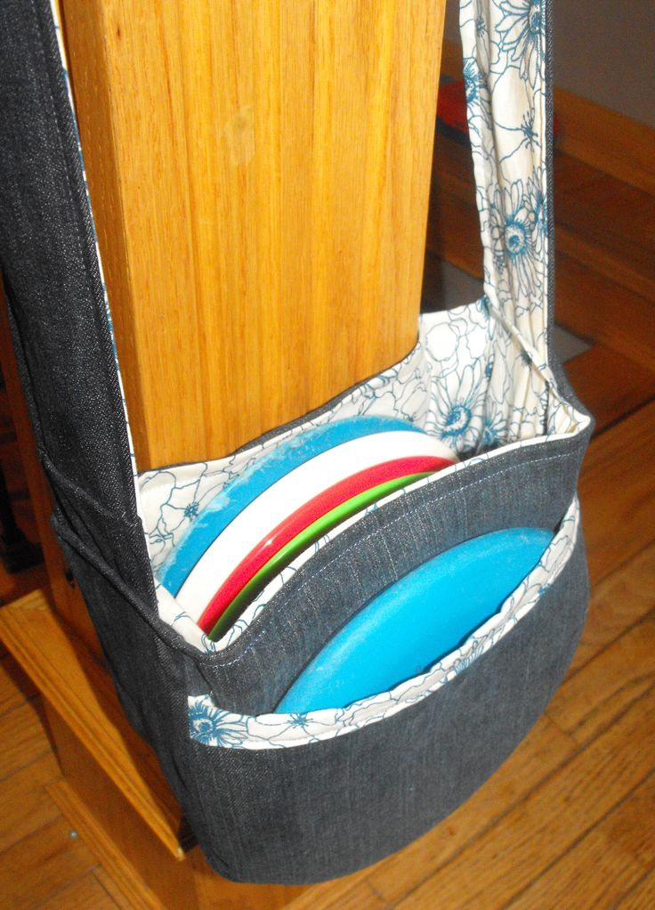 disc golf bag made out of old jeans...I have a couple of old pairs of jeans lying around...