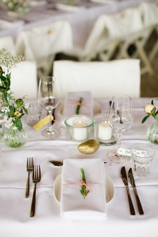 Credit: Susan Noelle - couvert, eet- en drinkgerei, dining, bruiloft receptie, tabel (meubels), bestek, zilverwerk, vork (bestek), bedekt, huwelijk (ritueel), mes, servet (tafelgerei), tafelkleed, glas, geen persoon, binnenshuis, catering, luxe (rijkdom), elegant, avondmaaltijd