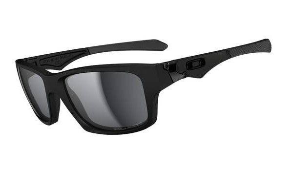 OAKLEY Jupiter Squared Matte Balck/ Black Iridium Polarized napszemüveg. egy finom letisztult modell mely több stílust is képvisel. Lehetsz benne sportos de akár elegáns is. Polarizált és iridiumos lencséje tökéletes védelmet nyújt a szemnek. Kényelmes viselet a mindennapokra. OLVASS TOVÁBB!