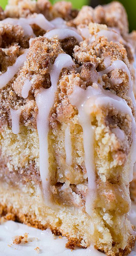 Cinnamon Apple Crumb Cake ~ This coffee cake loaded with apples and crunchy brown sugar-cinnamon streusel crumbs, drizzled with apple cider glaze.