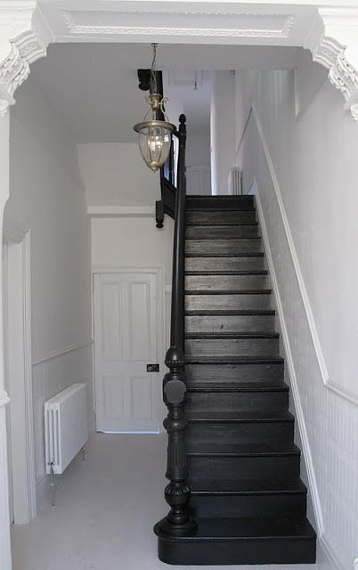 THURSDAY, 3 NOVEMBER 2011 | Black painted staircase... - 47 Park Avenue