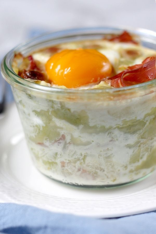Oeuf cocotte aux ravioles et au jambon cru