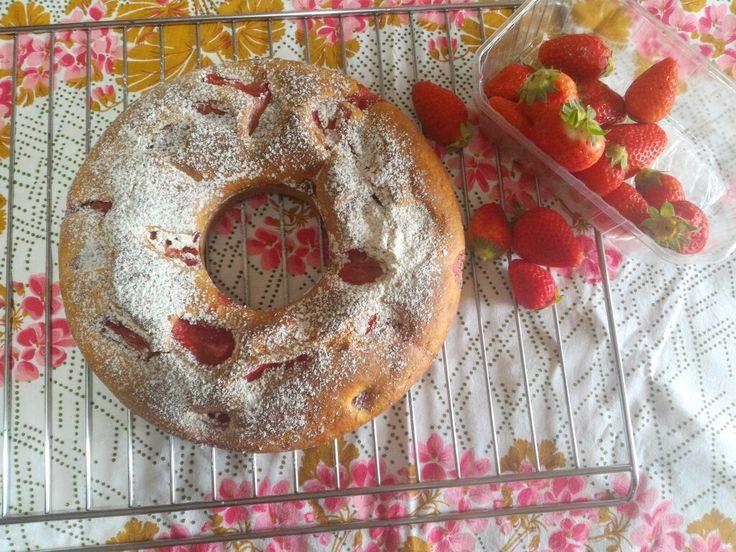 Ciambella con fragole e limoncello! Ricetta rivisitata di un plum cake!