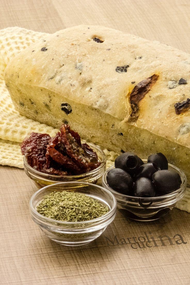 PANE MEDITERRANEO #pane #lievito #lievitodibirra #ricettafacile #panefacile #olive #pomodorini #pomodorinisecchi #origano #lievitato #lievitatosalato