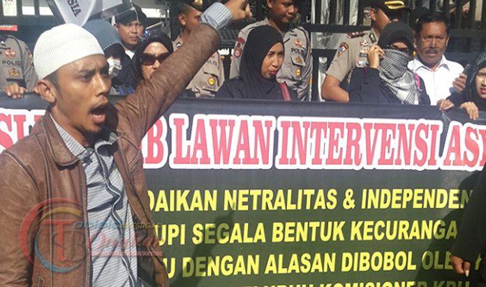 Kecewa Dengan Pilkada Jakarta, FSI Bakar Barongsai