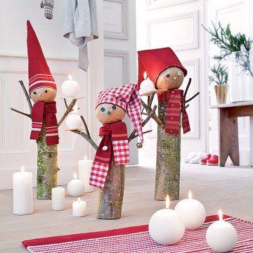 Des bûches de bois transformées en lutins de Noël
