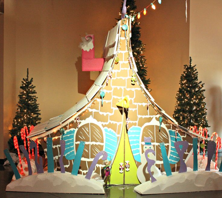 """""""Whoville"""" 2012 Christmas Set. Gingerbread House."""