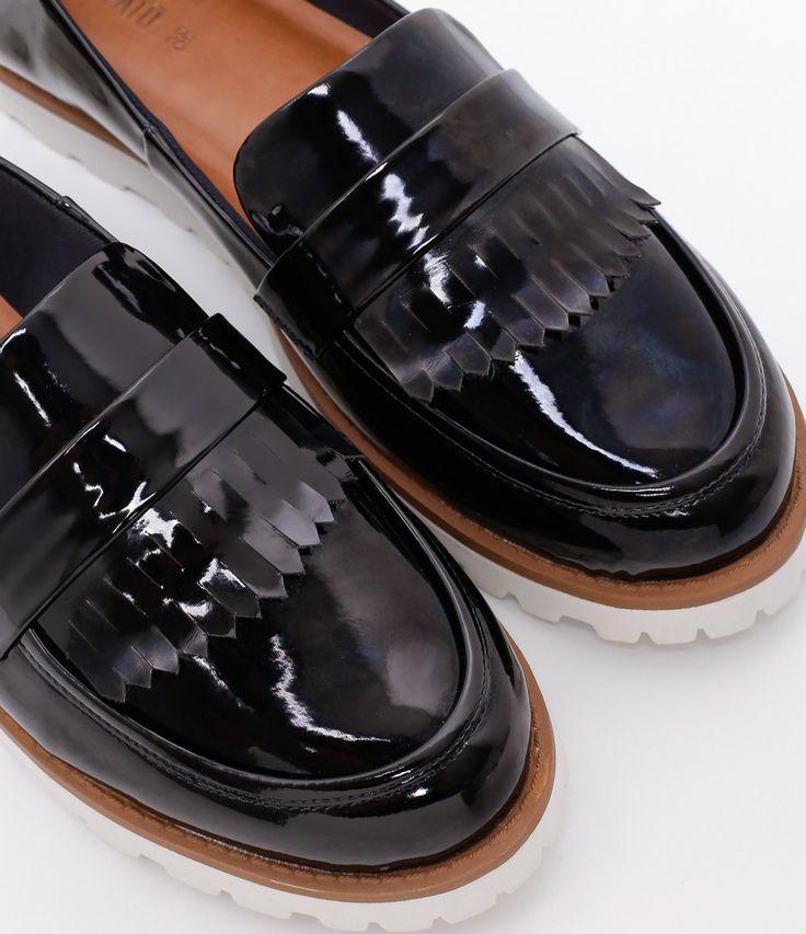 Sapato feminino    Material: sintético    Com franjas