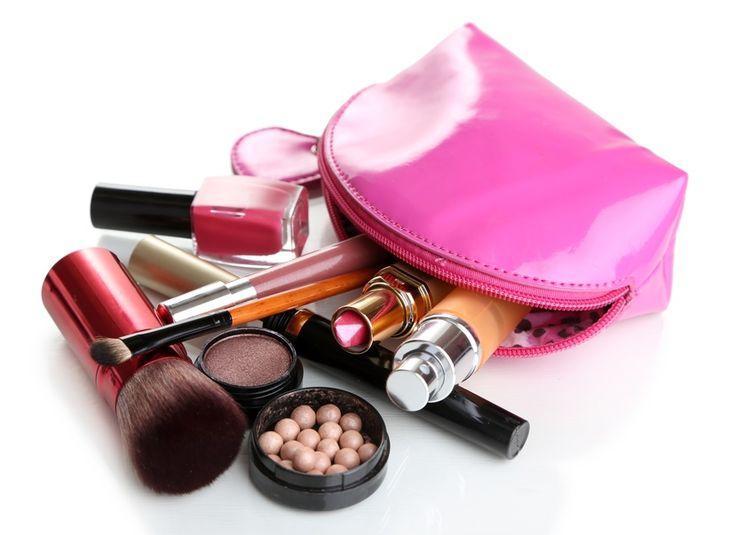 Hoe lang kan je make-up bewaren? Ontdek het op Café Cosmétique: http://cafecosmetique.com/hoe-lang-kan-je-make-bewaren/