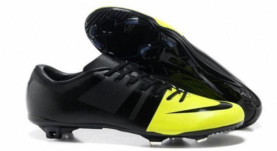 Футбольная спортивная обувь