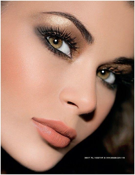 Peach-Nude lips, gold and black eyeshadow | PixBx