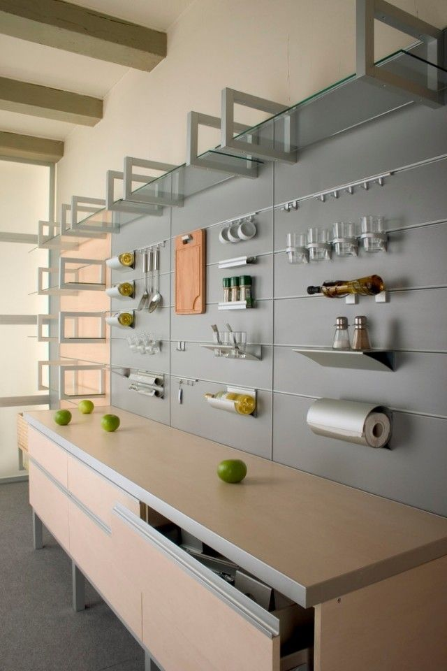 k chenideen zur wandgestaltung k chenutensilien an der wand aufh ngen k chenr ckwand. Black Bedroom Furniture Sets. Home Design Ideas
