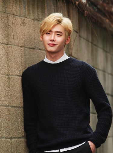 Lee Jong Suk Expresses that He Wants to Have a Public Relationship in the Future