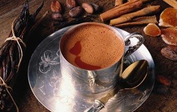 1200:   Ha inizio la dominazione Azteca sui Maya, il cacao continua a venire utilizzato come bevanda, anche dall'imperatore Montezuma, e inizia a venire aromatizzata con la vaniglia