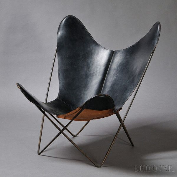 Butterfly Lounge Chair. Leather, painted wrought iron. Jorge Ferrari-Hardoy, Bonet & Kurchan, designed 1938, Knoll, mid-20th century. The black leather sling seat on a black painted bent rod frame.