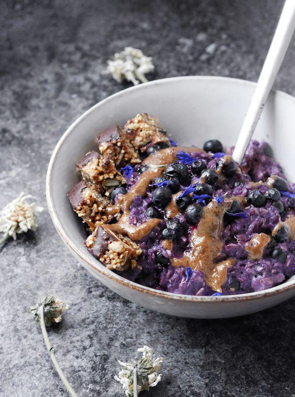 Syötävän hyvä: MUSTIKKAPUURO KARAMELLIKASTIKKEELLA (GF, V)
