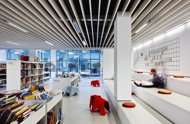 Biblioteca Camp de l'Arpa Caterina Albert The mixture of architecture, design and technology is a success.
