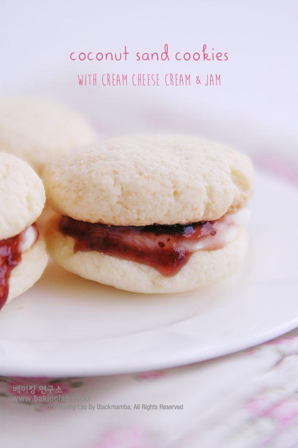 코코넛 샌드위치 쿠키 : 잼과 크림치즈 크림이 샌드 된 coconut sandwich cookies 만들기 (동영상