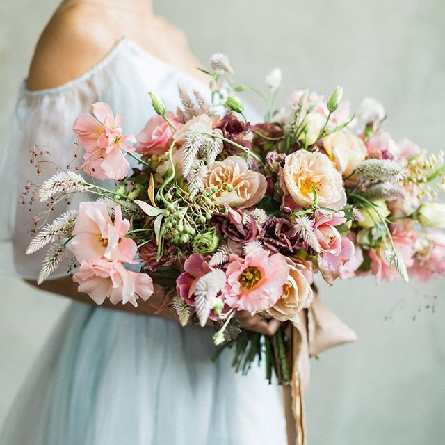 Stunning bouquet that is perfect for a modern pink wedding! @earlyginny