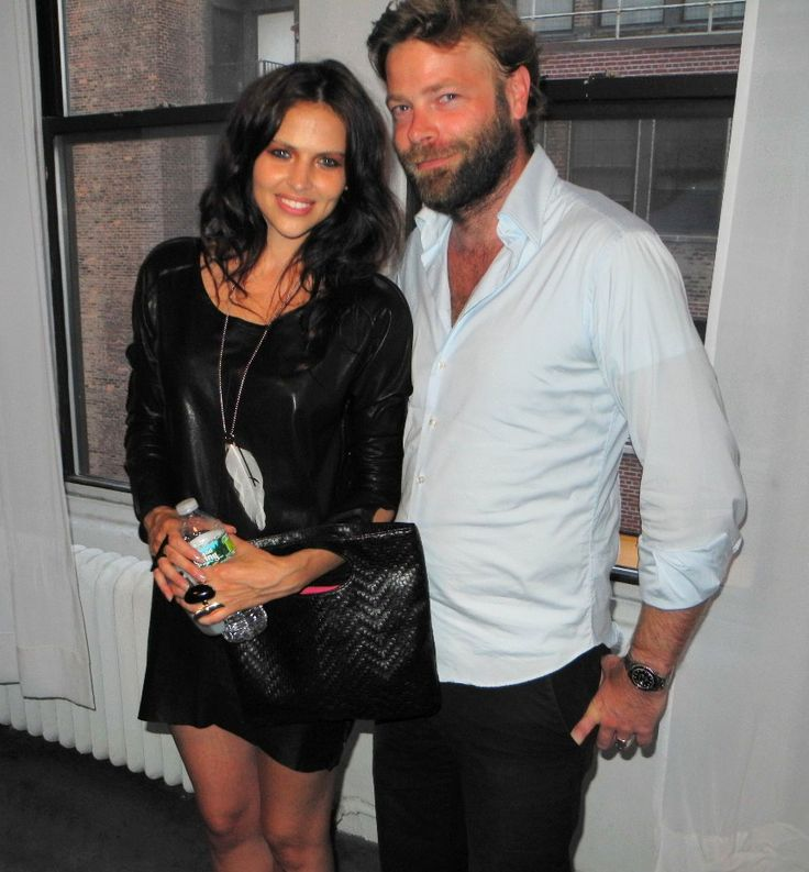 Hana Nitsche:  Cocoon Magazine Party http://redhot-society.com/?p=3515