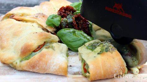 Tomate Mozzarella Caprese im Croissantteig_Tomate Mozzarella Caprese Ring Anschnitt_tomate mozzarella