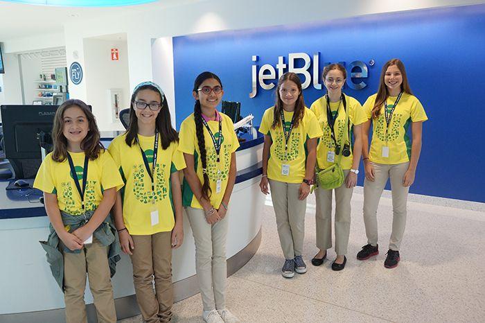 """jetblue-donativo-El proyecto de """"Girls in Aviation"""" de la Escuela de Aeronáutica de la UIPR fue uno de los proyectos seleccionados por la Fundación. https://bayamonweb.azurewebsites.net/blog/jetblue-foundation-otorga-donativo-de-25-mil-dolares-a-escuela-de-aeronautica/"""