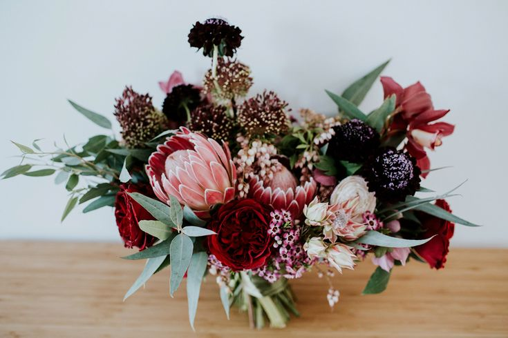 Red and blue bloomed wedding bouquet | Image by LiFe Photography