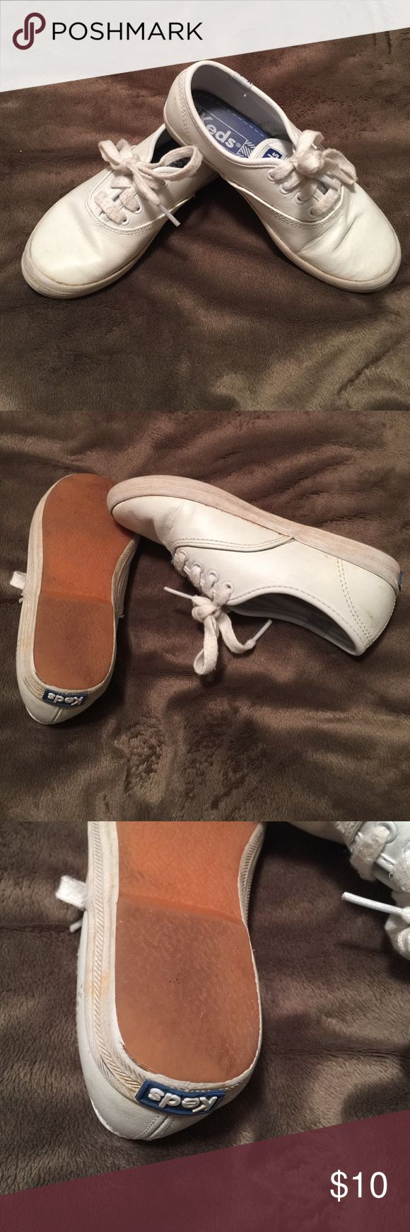 Girls Leather Keds Very good condition. Needs to be cleaned. See pic for wear. Keds Shoes Sneakers